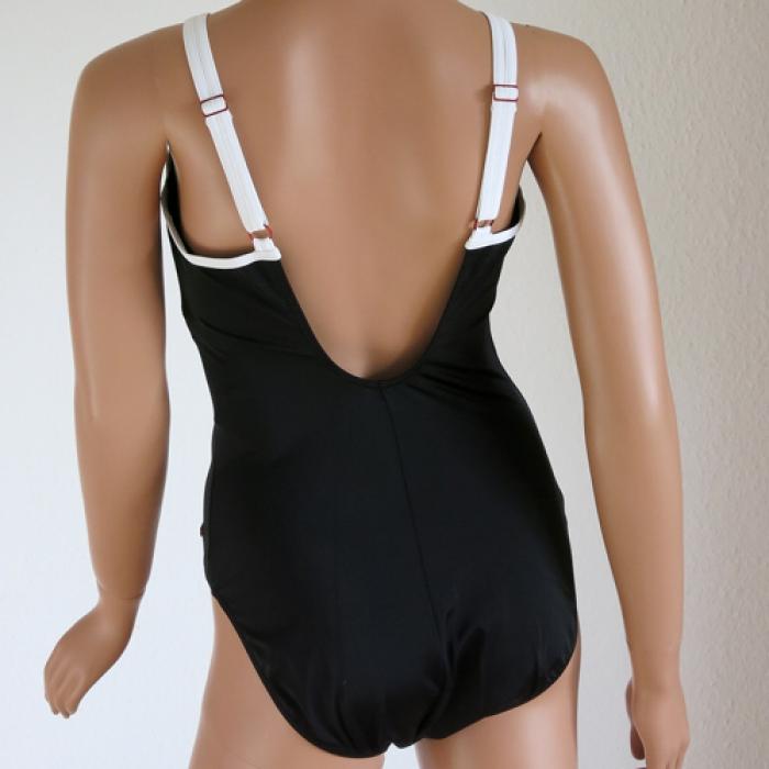 bademode triumph basic badeanzug einteiler mit b gel. Black Bedroom Furniture Sets. Home Design Ideas